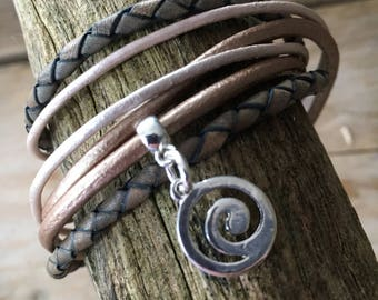 wrap bracelet in beautiful shades with magnetic closure size M (wrist 17/18 cm)
