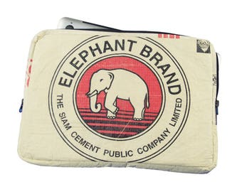 Upcycling 13-inch laptop sleeve laptop bag notebook case from cement and rice sack (motive: elephant red Beige)