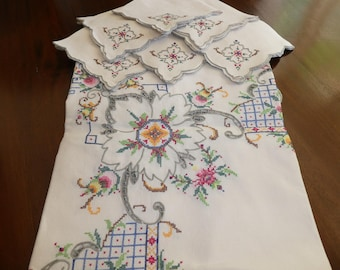 Embroidered Tablecloth with 6 Napkins