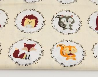 Tissu  100% coton imprimé 50 x 160 cm, forest animals in circles on a cream background , animaux de la forêt en cercles sur un fond de crème