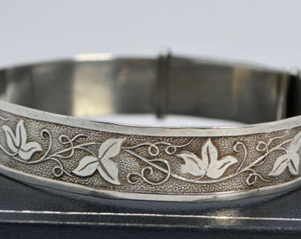1962 Sterling Silver Beautiful Art Nouveau Style IVY LEAVES Love Token Bangle