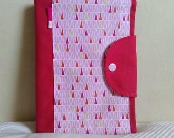 Protège carnet de santé fille rose motifs géométriques petits triangles