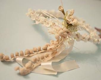 Majestic flower Crown in beige fabric