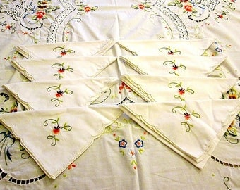 Vintage Holiday Rectangular Floral Embroidered/Crochet Cotton Tablecloth with 8 Napkins