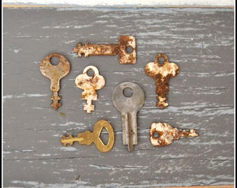 Tiny Vintage Keys (7) Old Keys - Vintage Hardware Locksmith Keys - Small Diary Style Keys - Lot 21