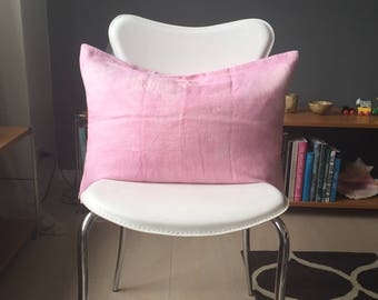Natural-dyed linen throw pillow cover.