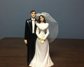 Vintage Plastic Wedding Cake Topper Bride and Groom with Tulle Veil (CT #7)