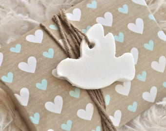 Doves gift tags, wedding gift tags, white doves, wedding dove, lovebirds, wedding favors, white clay tags, wedding favours, 4 or 10 pieces