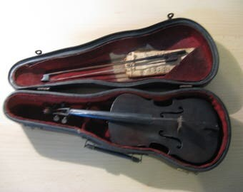 Beautiful antique violin: Examination piece by Martin Cullier, student of the La Royale Vienna studio ...