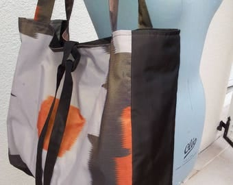 Large tote in printed brown/beige/orange/gold lined Brown taffeta 3 pockets