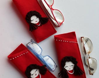 709, glasses case, pouch for glasses in red application felt head brunette doll with beaded necklace * 3 sizes *.