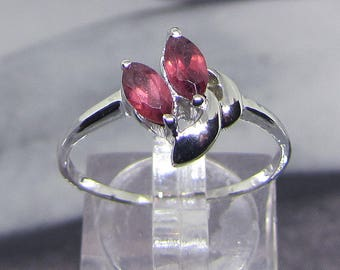 Fine silver and Garnet ring ears 0.80 Carat size 54
