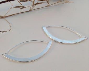 Eye earrings / / Silver earrings / / minimalist earrings