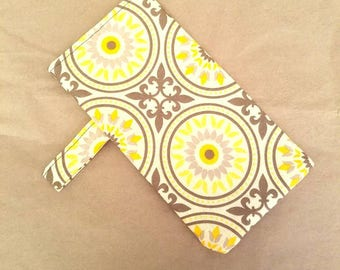 The Spring Time Sunglass Pouch in Gray, Yellow and White