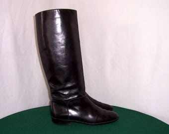 Sz 9N Vintage Tall Black Leather 1980s Flat women riding boots.
