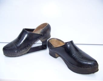 Shoes wood and leather sole studded Auvergne France 1950 - Wooden clogs and leather studded soles Auvergne France