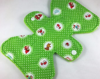 """Red Riding Hood - Green - 7"""" inch - 2L - Reusable Cloth Pad"""