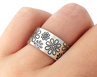 Daisy Band Ring in Sterling Silver Metal, Daisy Faloral Ring, Floral Ring, Engagement Ring, Nature Lover Gift, Wedding Band Ring