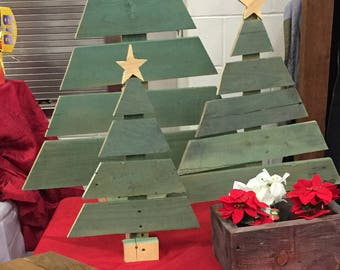 1 *MEDIUM** Adorable wooden Christmas tree!!