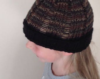 Kids camouflage toque with black border.