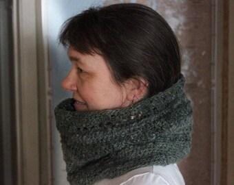 Crocheted cowl, made from handspun yarn