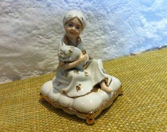 Vintage porcelain figure, beautiful porcelain figure