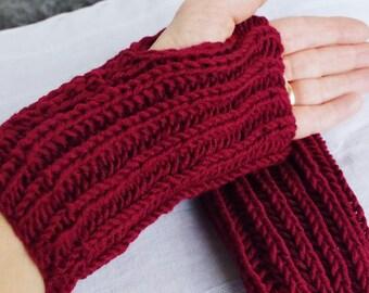 Merino Hand cuffs in burgundy
