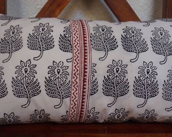 Set red and black 18: Cushion cover 30x50cm (12 x 20 inches), printed Indian cotton. Black floral designs. Red border.