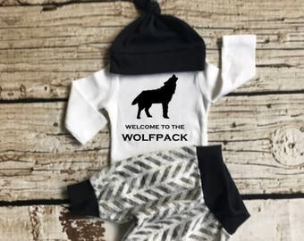 Baby Boy Coming Home Outfit, newborn boy coming home outfit, baby boy,newborn boy, welcome to the Wolfpack, woodland onesie, boho