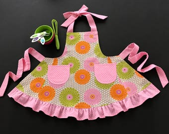 Toddler's Apron, Little Girl's Apron, Zinnia Print Apron, Floral Child's Apron, Toddler's Ruffled Apron, Ruffled Apron with Pockets
