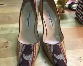 MANOLO BLAHNIK tapestry  pumps heels size 39