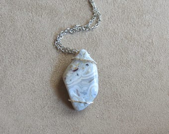 215 Single wire twisted silver crazy lace agate