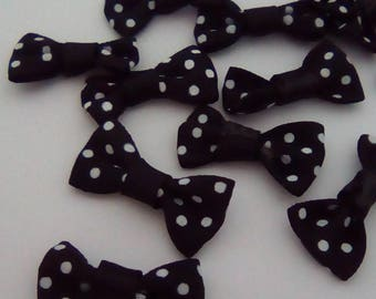 10 black polka dot bows white fabric 28x14mm