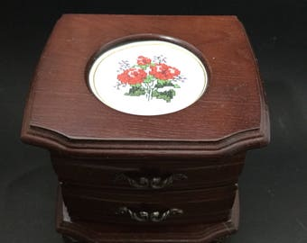 Small vintage wood footed jewelry box.