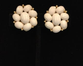CROWN TRIFARI White Ribbed Cabachons Earrings