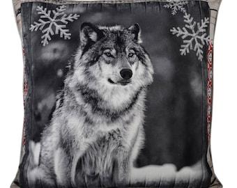 "Alaskan Grey Wolf winter scene  Filled Piped large Cushion, 50CM x 50CM (20"" x 20"")"
