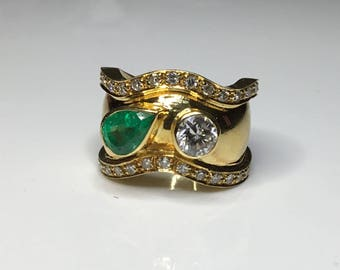Estate 18K Yellow Gold 2.15 CTW Colombian Emerald & Diamond Cocktail Ring 13 Grams