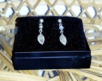 Vintage ladies dangle leaf faux pearl dainty earrings 925 sterling silver for pierced ears