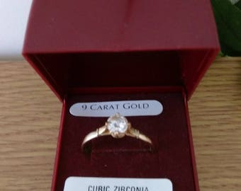 Vintage 9ct Gold Cubic Zirconia Solitaire Ring .   Size UK T.   Boxed