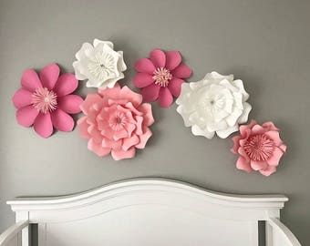 Pink and white paper flower set