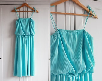 1970 Vintage dress 70s retro dress Baby blue turquoise color Delicate look Loose fit Sleeveless Casual for women / Medium size