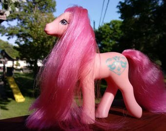 Vintage G1 1988 My Little Pony Sister Sweetheart, Rosy Love, love birds cutie mark, pink body, pink hair
