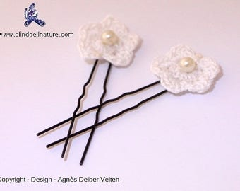 Hair pins. Adorable little crocheted flowers mounted on hair pins