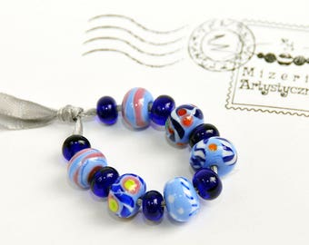 Blue-striped patterned beads