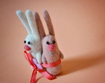 Rabbits figurine Animal couple Little toys Loving couple Handmade Rabbit lover Gift Anniversary gift wedding Felt animal Bunny lover gift