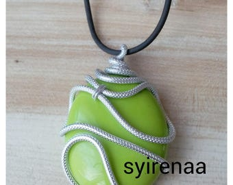 Ribbed aluminum with green stone silver wire pendant