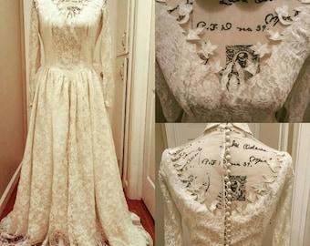 1950s  Collared Wedding Dress