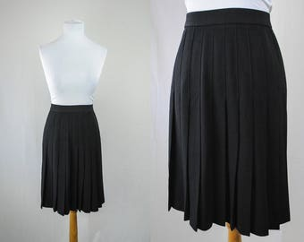 1980s Pleated Wool Skirt // Pleated Mini Skirt // 80s Black Skirt // Vintage Wool Skirt // 80s Lord & Taylor / Designer Vintage / Mini Skirt