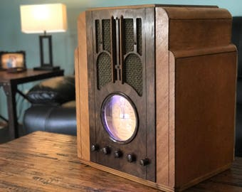 Retro Bluetooth Silvertone Radio