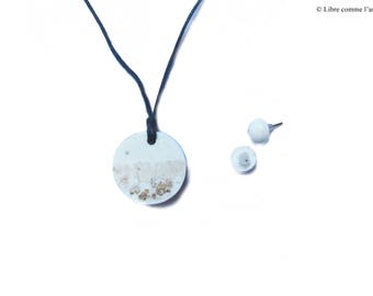 Round pendant necklace and earrings Stud jelly in creamy white resin gold plating, gold iridescent Sheen
